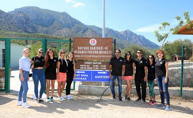 Otel çalışanları, Girne'deki hayvan barınağını ziyaret etti