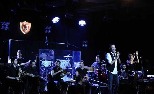 Arabesk müziğin güçlü sesi Hakan Altun, muhteşem bir konsere imza attı.
