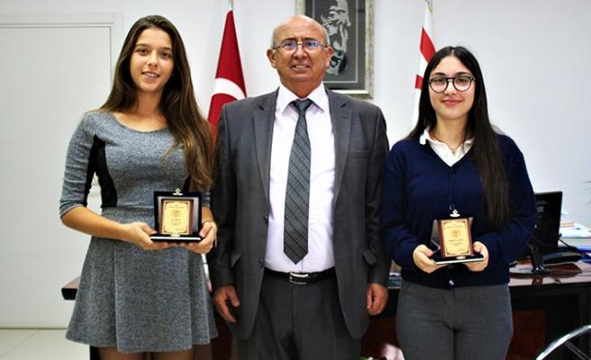 Özyiğit, Matematik ve Türkçe'de Dünya Birincisi Çulluoğlu ve Metin'i kutladı