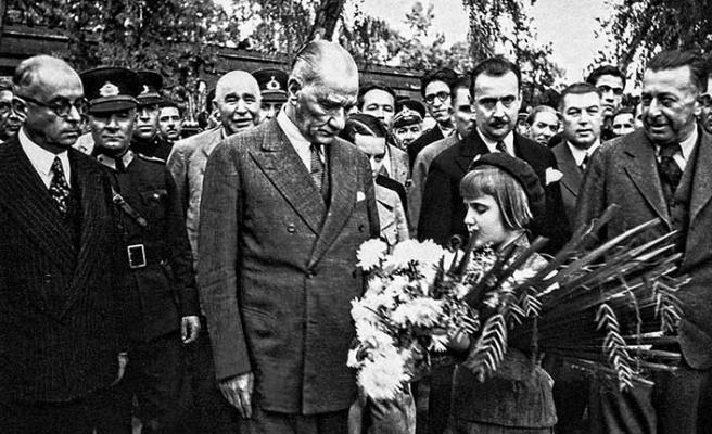 Türk ulusu, Cumhuriyet'in kurucusu Mustafa Kemal Atatürk'ü ölümünün 80'inci yılında saygıyla anıyor