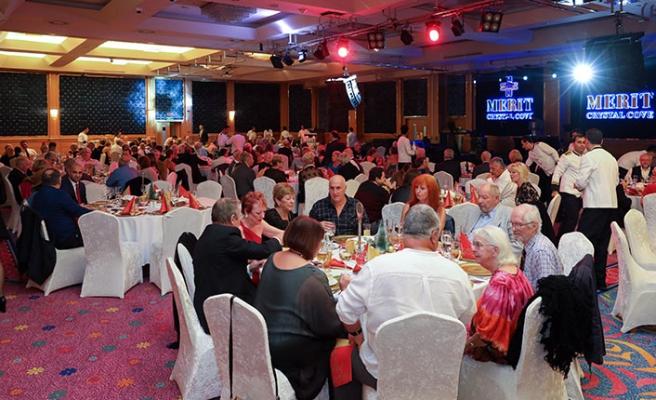 KKTC'de yaşayan İngilizler'in Merit Crystal Cove Otel'de muhteşem Christmas kutlaması