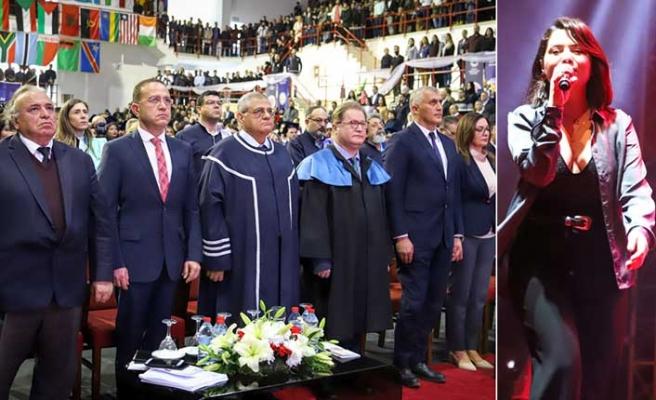 DAÜ'de bini aşkın ön lisans ve lisans mezunu diplomalarına kavuştu