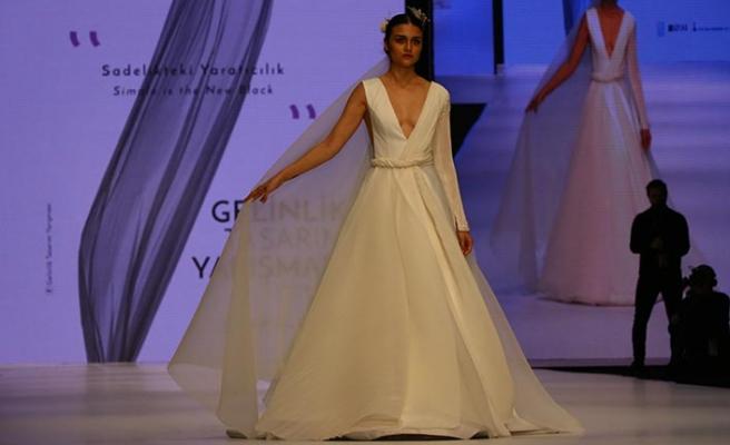 İzmir'deki gelinlik fuarında 14 ülkeden 221 katılımcının tasarımları sergileniyor