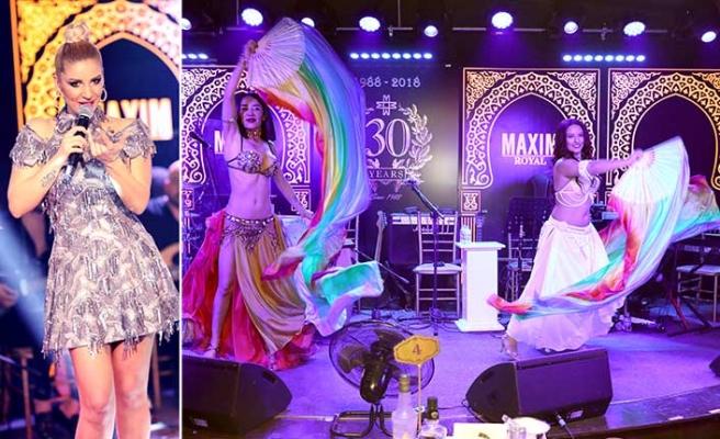 Nefes kesen şovları, ruhu dinlendiren müziği ve leziz ikramları ile Maxim Royal fark yaratıyor