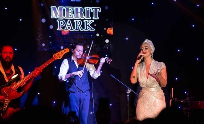 Yılbaşı akşamı Merit Park Hotel'de sahne alan Sıla, 2019 için güzel dileklerde bulundu