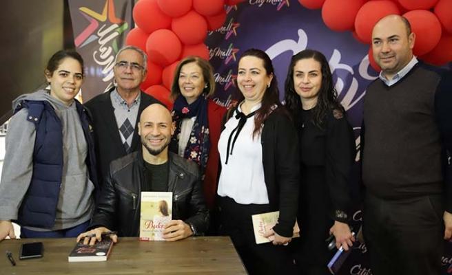 Aşk romanlarının usta kalemi Kahraman Tazeoğlu, Kıbrıslı sevenleri ile buluştu
