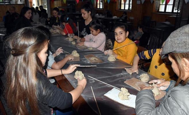 Girne Belediyesi, Yarıyıl Şenliği kapsamında öğrencilere yönelik seramik atölyesi düzenledi