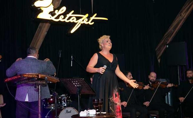 Letafet'te sahne alan Ayta Sözeri, şarkılarıyla olduğu kadar esprileriyle de konuklarını mest etti