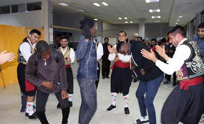 """LAÜ'de oryantasyon haftası çerçevesinde """"Kıbrıs Kültür Gecesi"""" düzenlendi"""