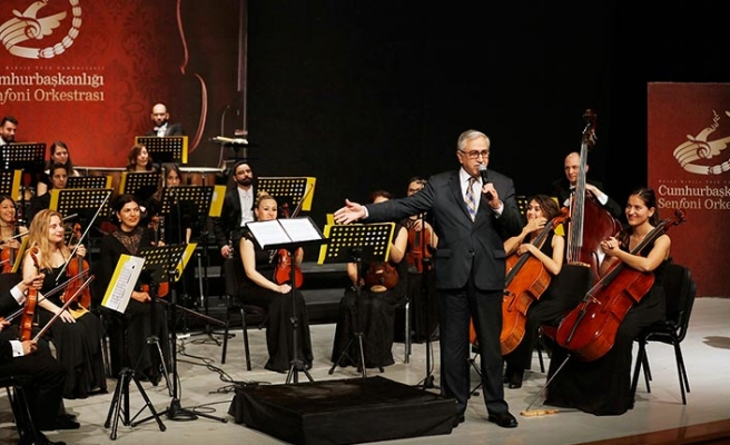 Senfoni konserini, çocuklarla birlikte Cumhurbaşkanı Akıncı ve Bakan Özyiğit de izledi