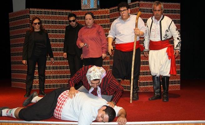Beyarmudu Belediyesi Güney Mesarya Halk Tiyatrosu'nun oyunu İskele'de sahnelendi