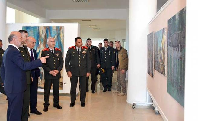 Komutanlar, Kıbrıs Modern Sanat Müzesi'ndeki 5 sergiyi gezdi