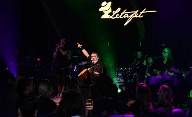 Kuzey Kıbrıs gecelerinin parlayan yıldızı Letafet'te sahne alan Soner Olgun, 8 Mart'a özel şarkılar söyledi