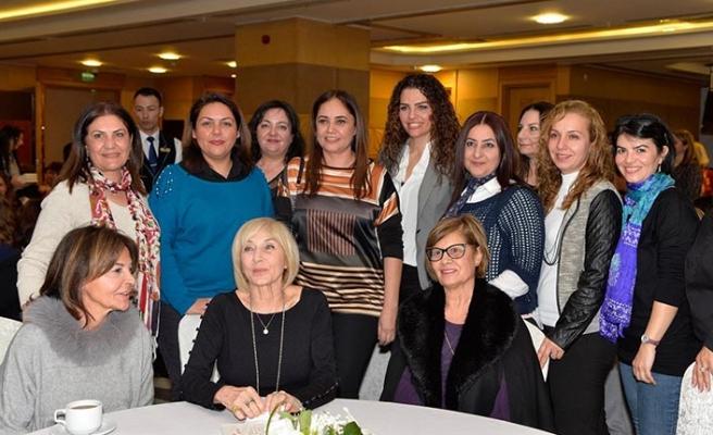 Merit Royal & Premium Hotel'de gerçekleşen Ayşe Kulin'in imza günü etkinliğine Meral Akıncı da katıldı
