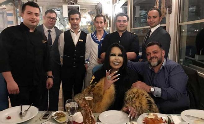 Türkiye'nin Divası Bülent Ersoy Merit Park Fora Balık'ta yemek yedi