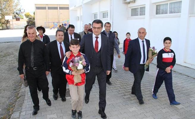 Başbakan Erhürman, Gönyeli İlkokulu'nda düzenlenen arp terapi çalışmasına katıldı