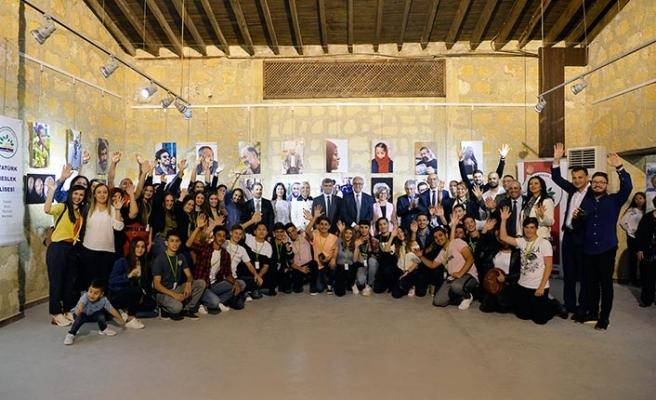 Atatürk Meslek Lisesi Fotoğrafçılık Kulübü öğrencilerinin hazırladığı serginin açılışını, Akıncı çifti yaptı