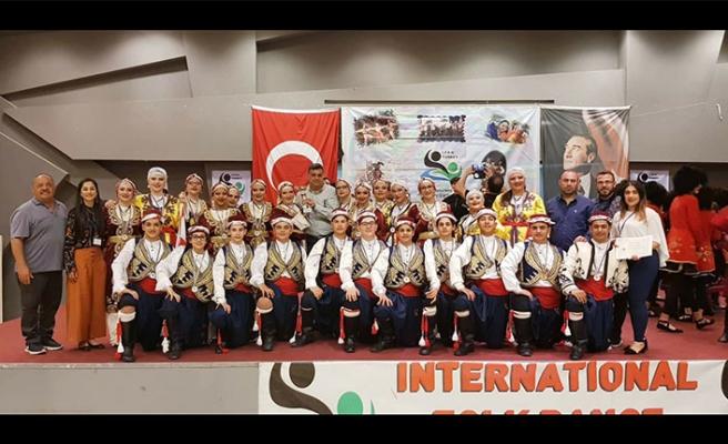 Beyarmudu Belediyesi Halk Dansları Genç Grubu, Ayvalık'taki uluslararası yarışmada 3'üncü oldu