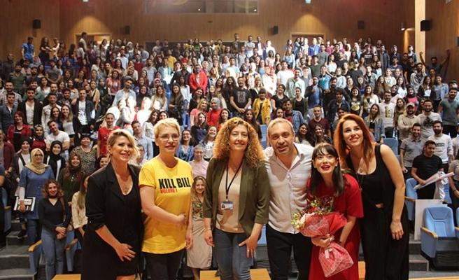 """""""Kadın Kafası"""" isimli tiyatro oyunu LAÜ'de sahnelendi"""