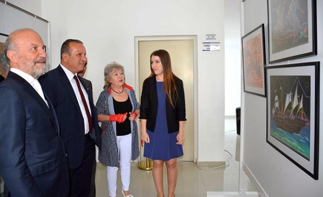 Kazakistan Sanatçısı Nelli Bube'nin 30 eserden oluşan kişisel resim sergisi YDÜ'de açıldı