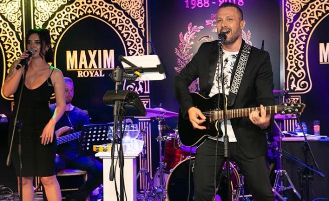 Kuzey Kıbrıs'ta eğlence hayatına yeni bir soluk getiren Maxim Royal, sevilen şarkıcı Korhan Saygıner ile sezonu kapattı