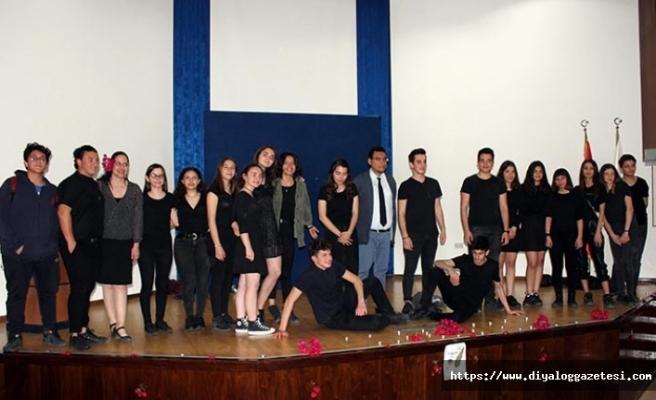 TED Kuzey Kıbrıs Koleji geleneksel şiir günü etkinliğinde öğrenciler ve davetliler keyifli anlar yaşadı