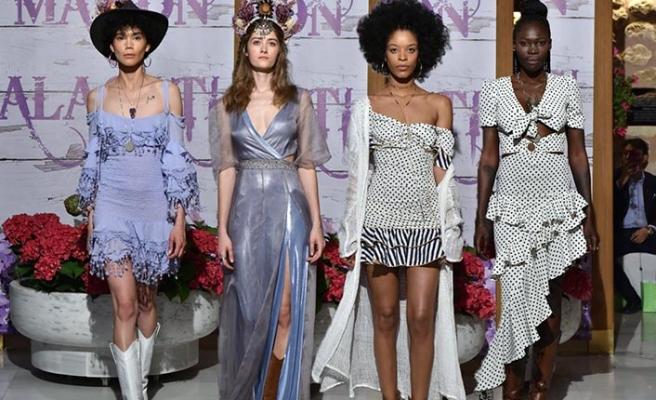 Tuba Ergin 2019 Yaz Demi-Couture defilesini hamamda yaptı