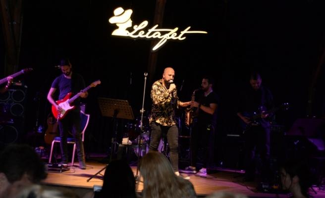Merit Park Hotel, Letafet Lounge Bar'da adanın sevilen sanatçısı Ahmet Evan'ı ağırladı