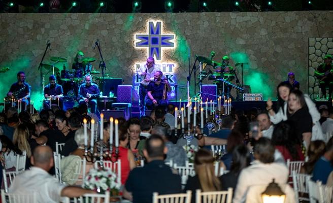 Ünlü sanatçı Bayramın ikinci gecesi Merit Park'ta muhteşem bir konser verdi
