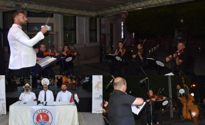 Girne Belediyesi Oda Orkestrası, ilk konserini Ramadan Cemil Meydanı'nda verdi