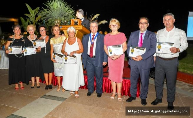 Kyrenia Rotary Cosmopolitan Kulübü Merit Royal Premium Hotel'de görkemli bir devir teslim gecesi düzenledi