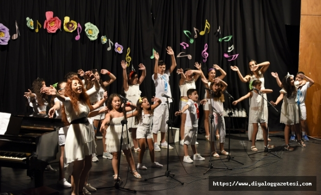 Lefkoşa Belediye Orkestrası Çocuk Korosu verdiği konserle sezonu kapattı