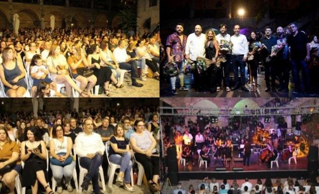 """Lefkoşa Belediye Orkestrası'nın verdiği """"80'ler Konserine"""" yoğun ilgi oldu"""