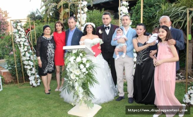 Lefkoşa Merit çalışanlarından Gökçe ve Berk muhteşem bir düğünle dünya evine girdi