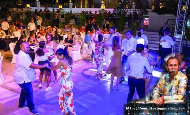 Merit Royal & Premium Hotel' de Ayhan Sicimoğlu ile muhteşem Küba gecesi