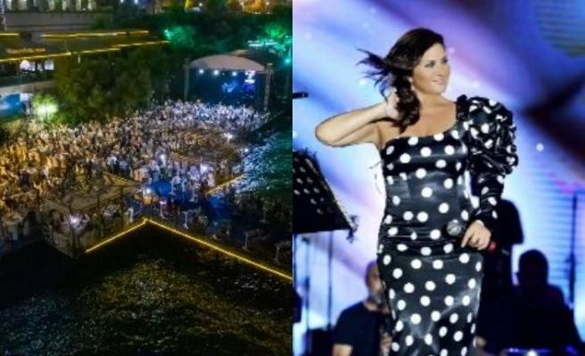 Merit'te sevenleriyle buluşan Sibel Can, geniş yelpazeli repertuvarı ile muhteşem bir konsere daha imza attı
