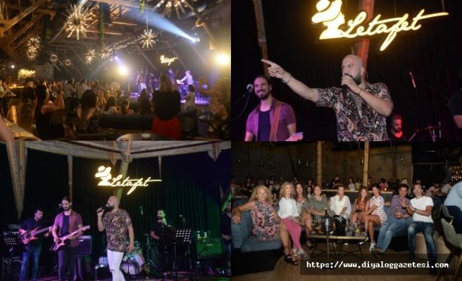 Merit Park Hotel' in gözde eğlence mekânı Letafet Lounge Bar'da Ahmet Evan, sevenleri ile buluştu