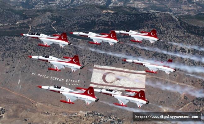 Türk Yıldızları KKTC semalarında