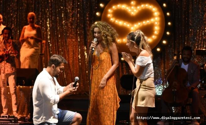 Datça Açıkhava Tiyatrosu'nda hayranları ile buluşan Sıla, yine kapalı gişe bir konsere imza attı