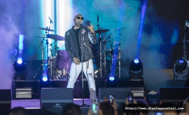 İran asıllı ünlü şarkıcı Arash, verdiği konser ile Merit Otellerindeki hayranlarına unutulmaz bir müzik ziyafeti sundu