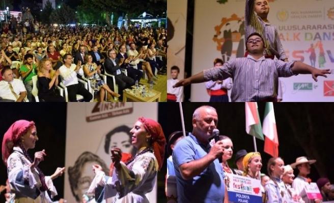 Lefkoşa Halk Dansları Festivali Çağlayan Parkı'nda pazar akşamına kadar sürecek