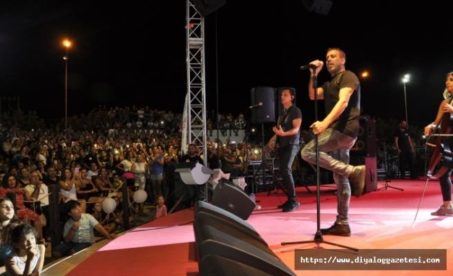 Pulya Festivali'nin finalinde sahne alan Haluk Levent, muhteşem bir konsere imza attı
