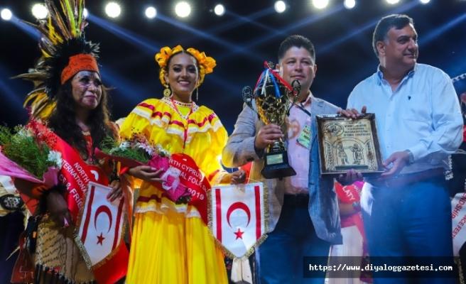Uluslararası Halk Dansları Festivali kapsamında En İyi Geleneksel Kostüm Yarışması düzenlendi