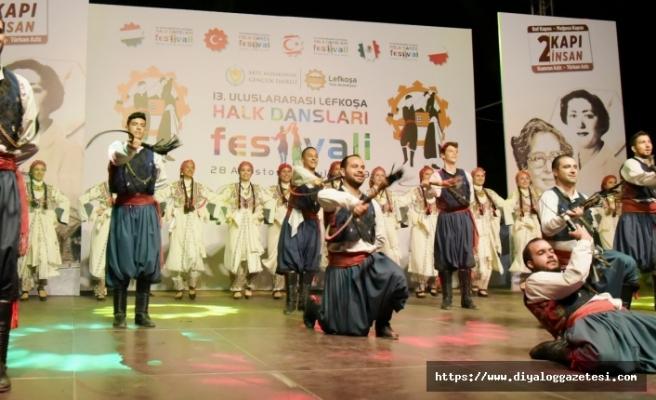 Uluslararası Lefkoşa Halk Dansları Festivalinde 3 yerli 4 de misafir ülke ekibi sahne aldı