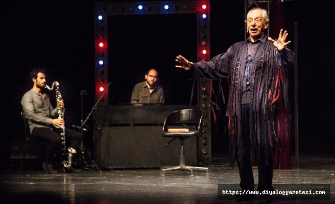 Bu yıl 17'ncisi düzenlenen Kıbrıs Tiyatro Festivali, Genco Erkal'ın tek kişilik oyunu ile başladı