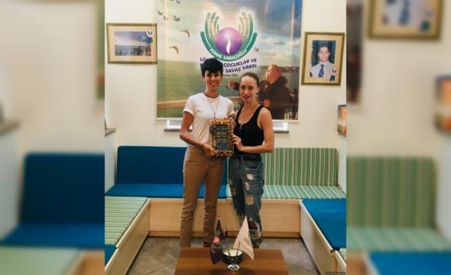 Dansçılar, Kemal Saraçoğlu Vakfı'na 11 bin 500 TL bağışta bulundu