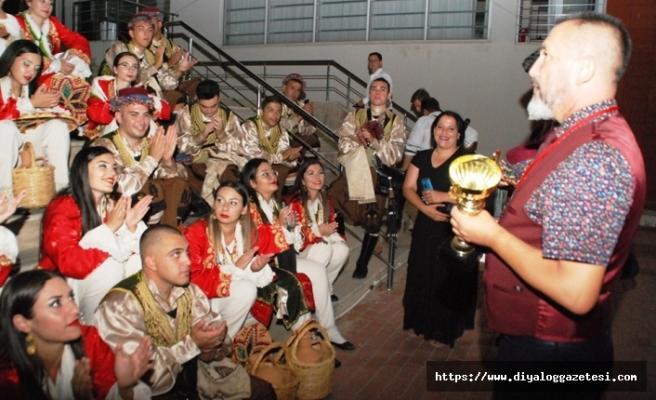 İskele Belediyesi Halk Dansları Topluluğu, Balçova'da düzenlenen festivalde KKTC'yi başarıyla temsil etti