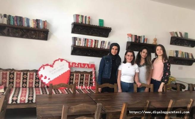 LAÜ öğrencileri Kıbrıs Türk Kızılayı Lefke Şubesi'ne kütüphane oluşturdu