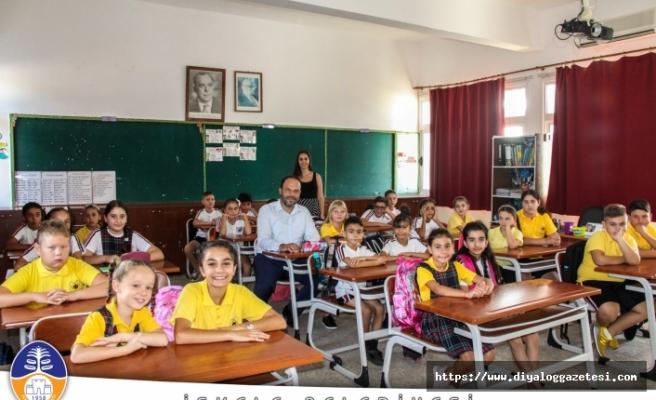 Sadıkoğlu yeni eğitim yılının ilk gününde çocukların heyecanına ve mutluluğuna ortak oldu