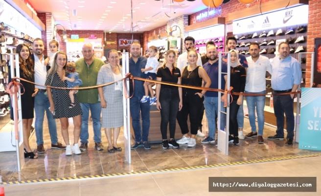 Serena Grup, Yonca Kavşağında bulunan 1001 Airport Mall AVM'de yeni bir şube açtı